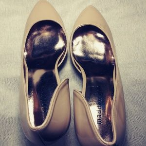 "Madden Girl Beige Side Cuts 3"" 👠"